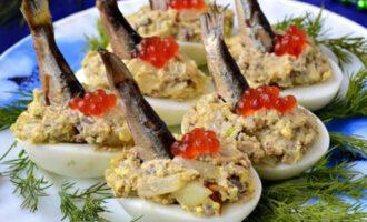 яйца фаршированные шпротами
